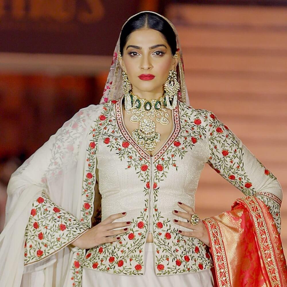 sonam-kapoor-in-traditional-wear