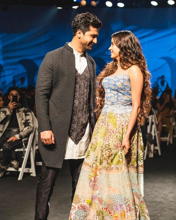 Reliance_Trends_Lakme_Fashion_Week_2020_Summer_Resort_Showstopper_Vicky_Kaushal_and_Janhvi_Kapoor