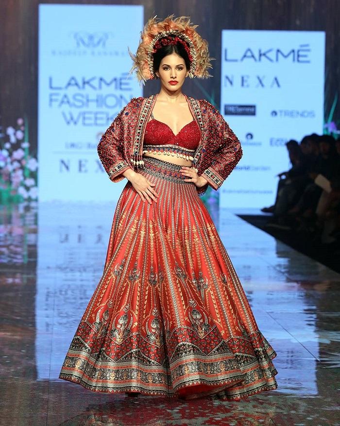 amyra-dastur-at-lakme-fashion-week-2020
