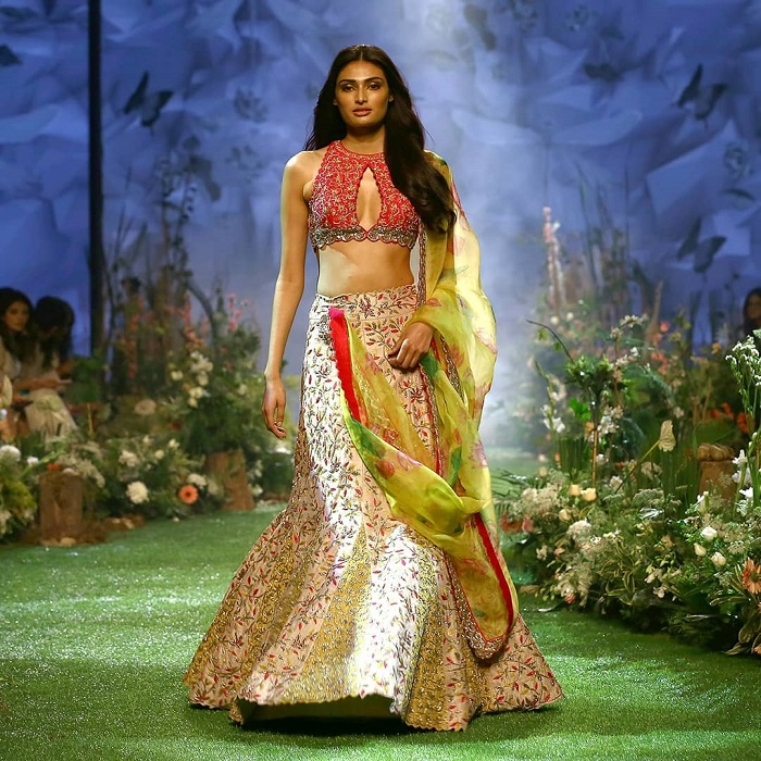 athiya-shetty-at-lakme-fashion-week-2020