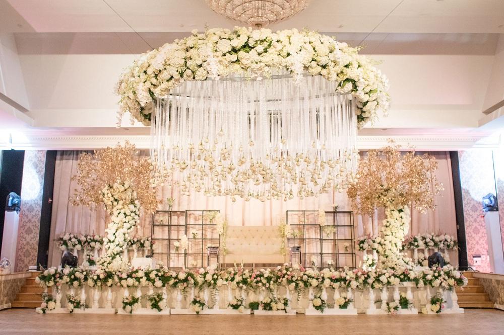 chandelier-wedding-decor-idea-featured-image-verbena
