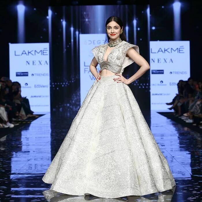 divya-khosla-kumar-at-lakme-fashion-week-2020