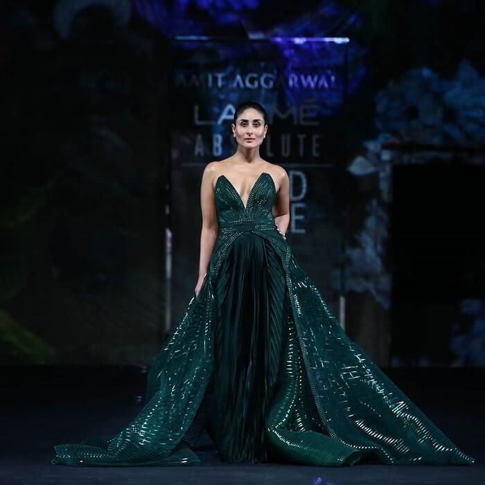 kareena-kapoor-khan-at-lakme-fashion-week-2020