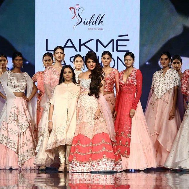 rhea-chakraborty-for-deepa-goel-at-lakme-fashion-week-2020
