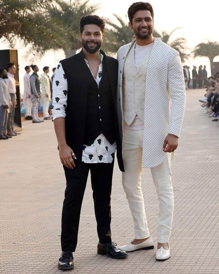 vicky-kaushal-for-kunal-rawal-at-lakme-fashion-week-2020